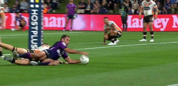 Smith finally passes Bellamy with late try